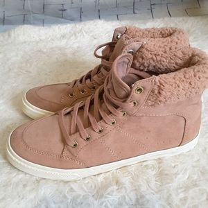 3/$30 Old Navy faux fur pink high top sneaker sz 6